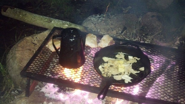 Click image for larger version  Name:campfire.jpg Views:376 Size:86.1 KB ID:426