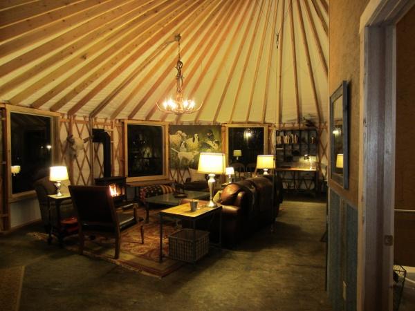Yurt forum a yurt community shelter designs 39 s album for Yurt interior designs